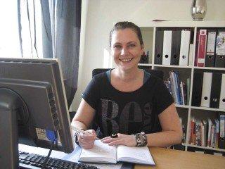 Schulsozialarbeiterin Irina Rebbe heißt jeden willkommen. Foto: SMMP/Hofbauer
