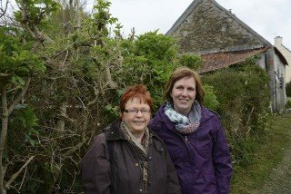 Maria Neuhaus (links) und Stephanie Diedrich reisten in die Normandie. Foto: SMMP