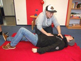 """Die Studierenden der HEP lernten """"Basale Stimulation"""". Foto: SMMP/Hofbauer"""
